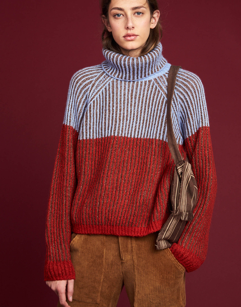 THREE TONE RIBBED KNIT SWEATER