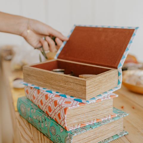 SMALL BOOK BOX