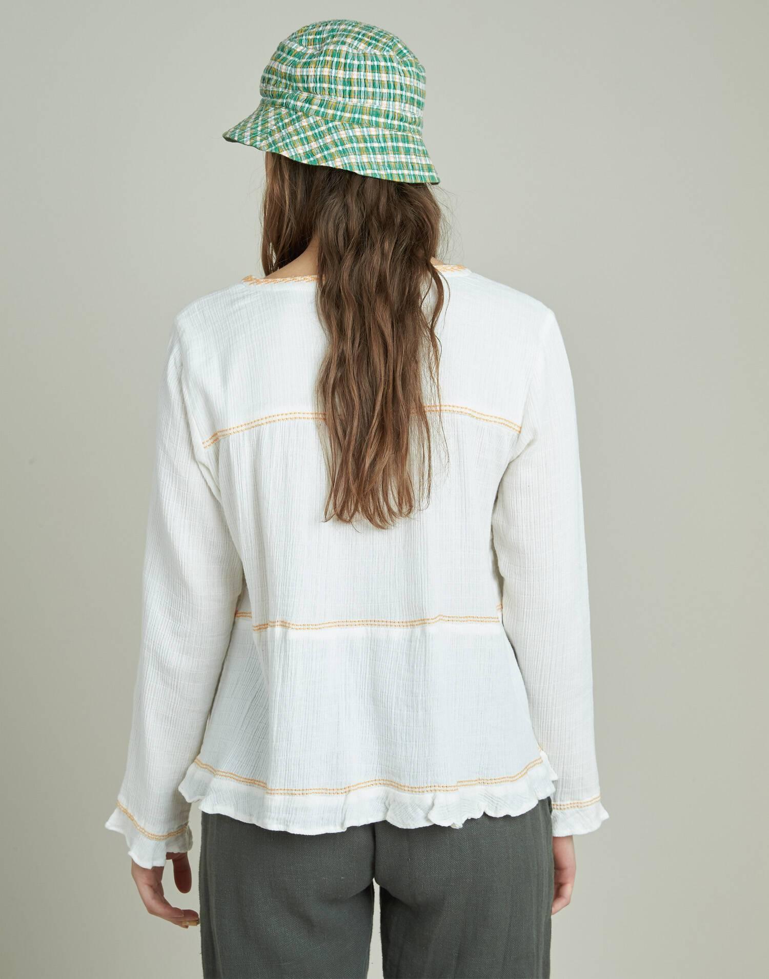 Camisa con bordado horizontal