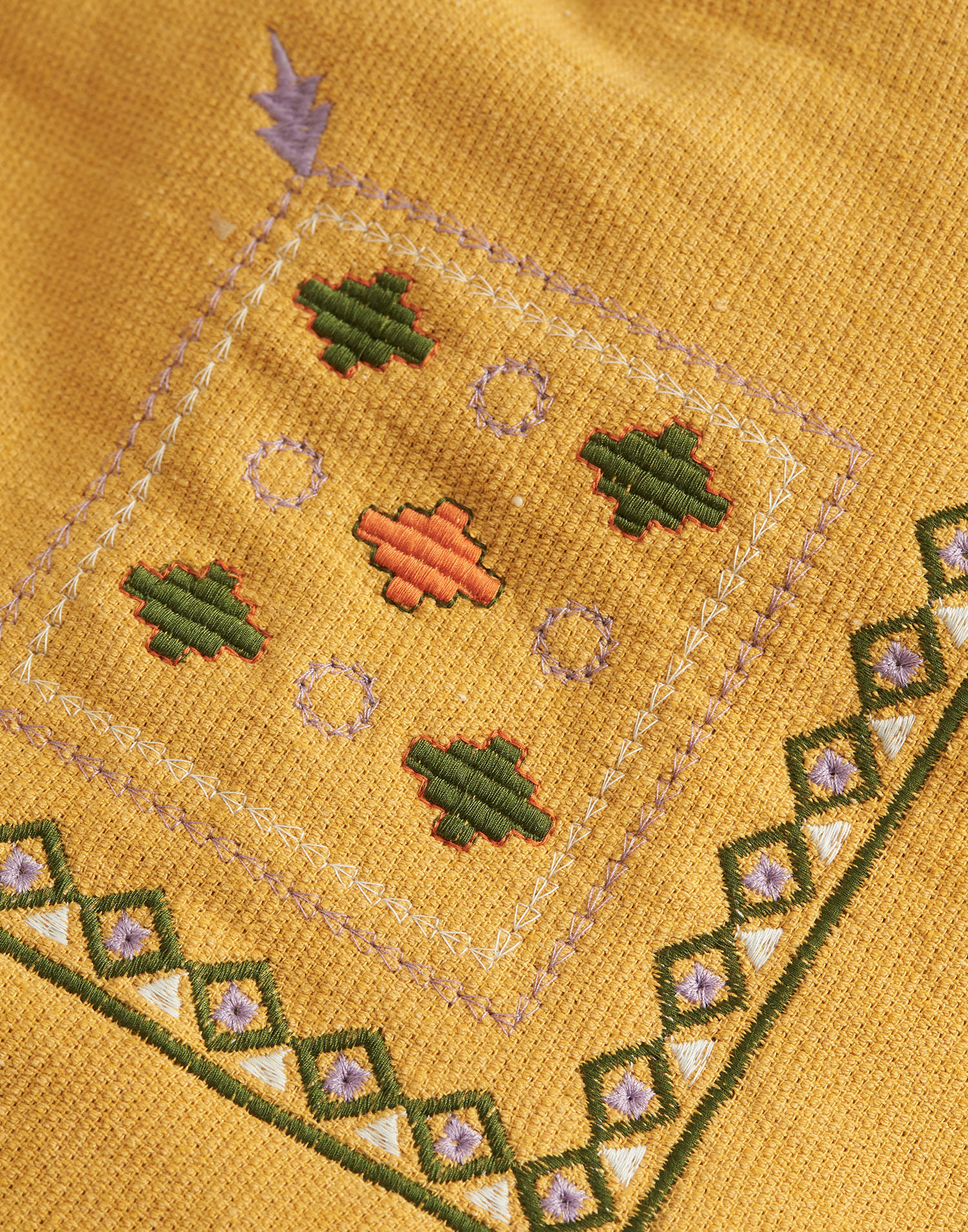 Corner embroidered beach pareo