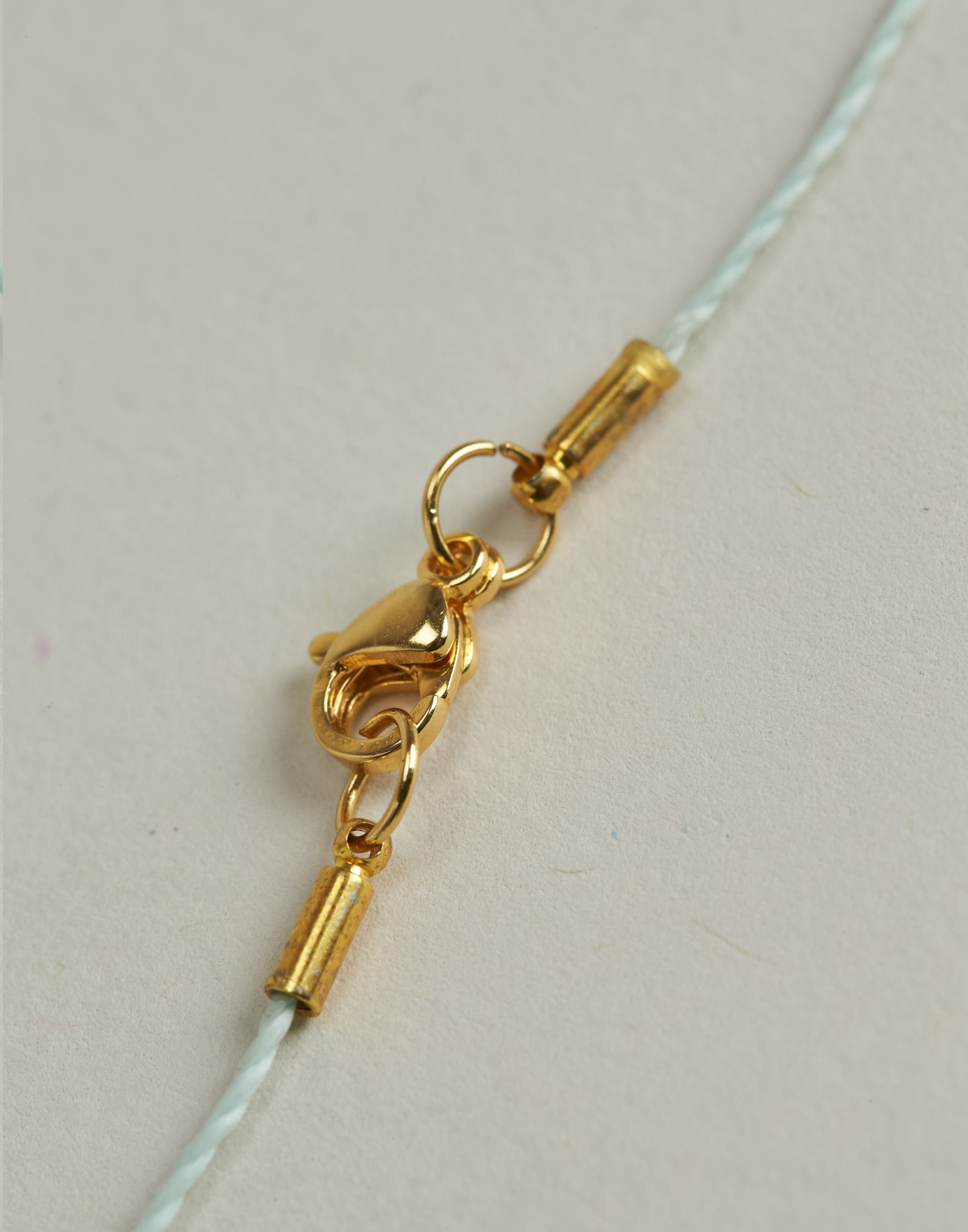 Pointed bead thread necklace