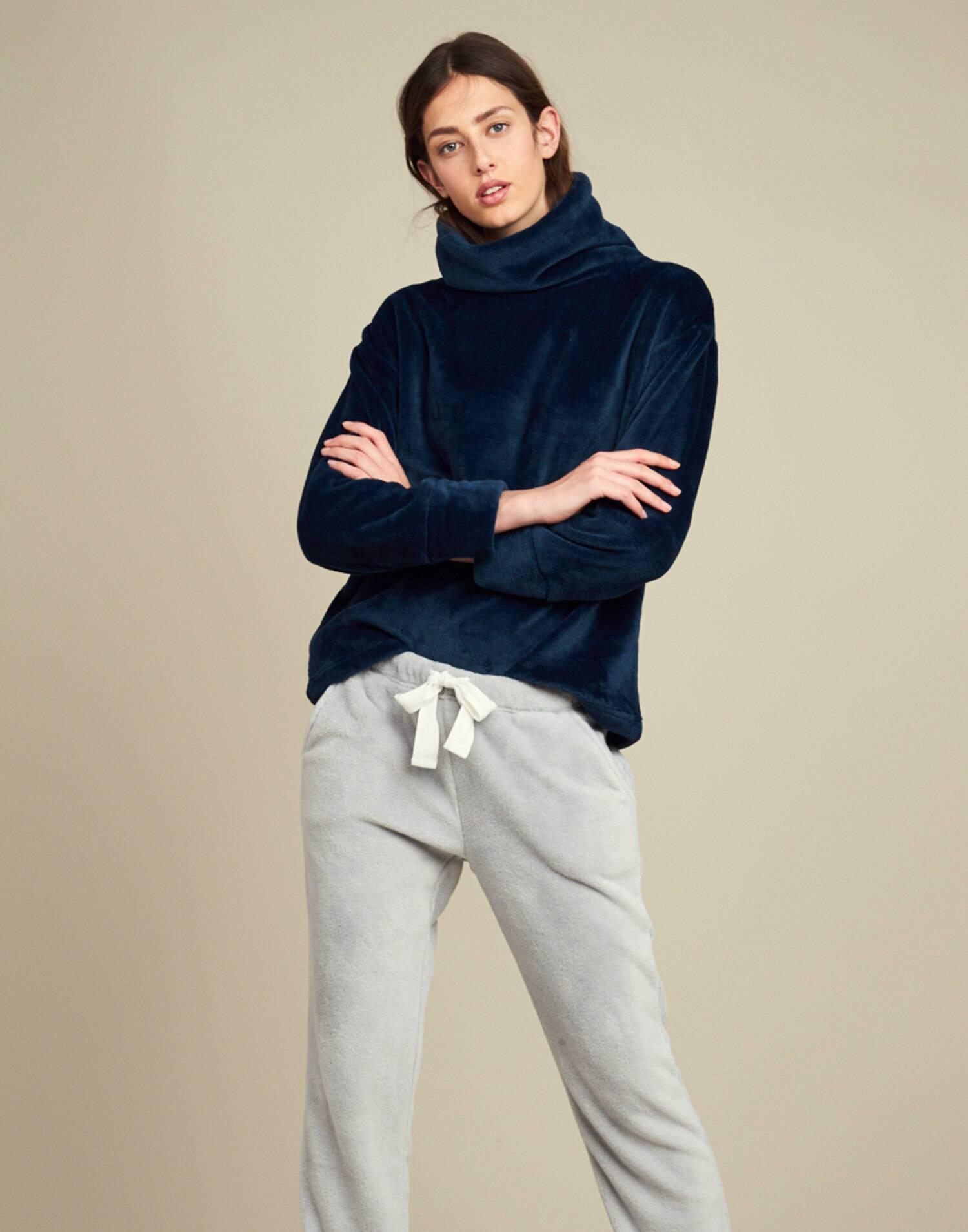 High neck soft sweatshirt