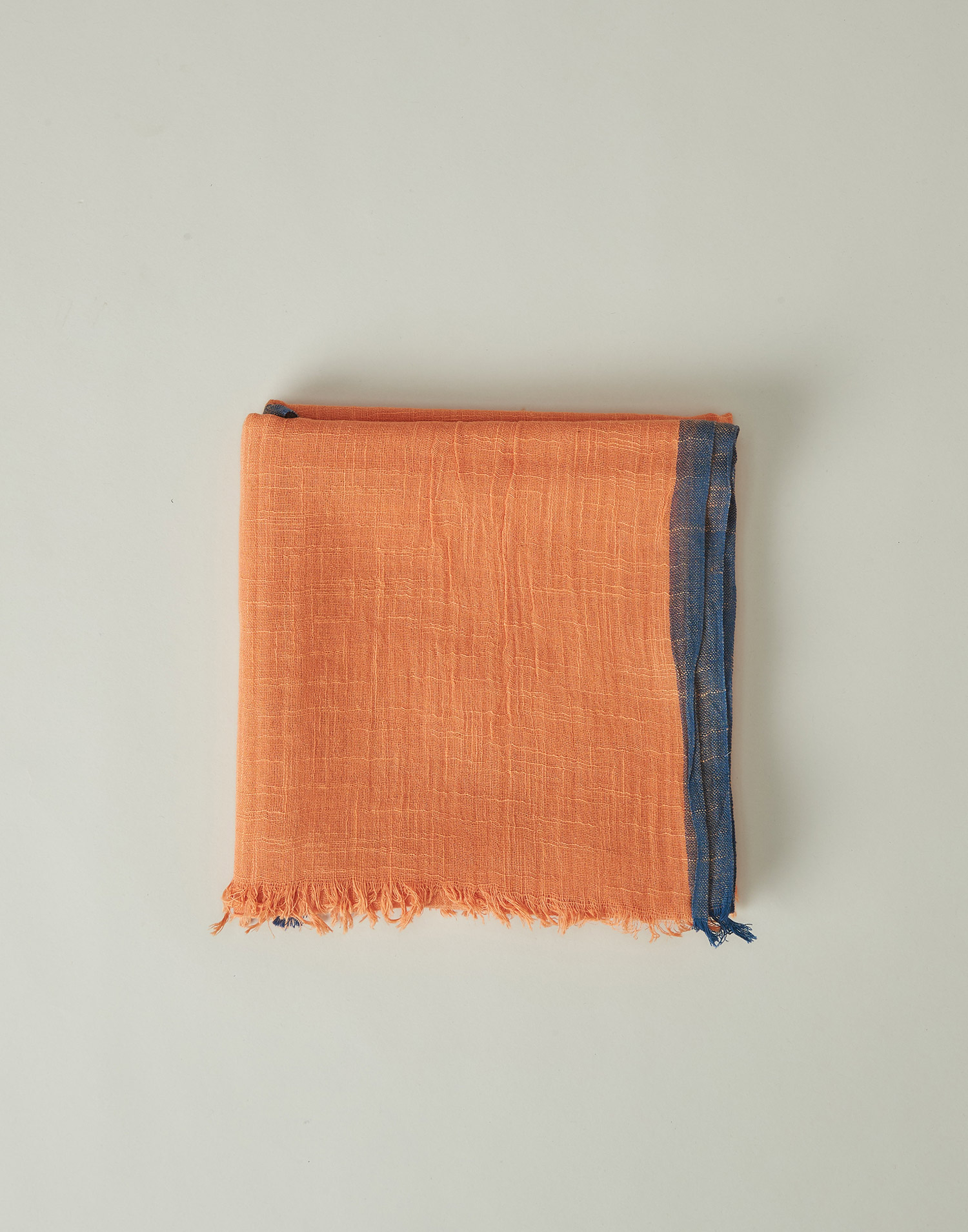 Rustic foulard with contrasted edges