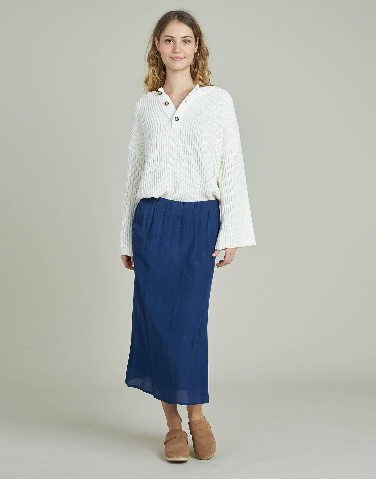 Falda midi costuras oblicuas