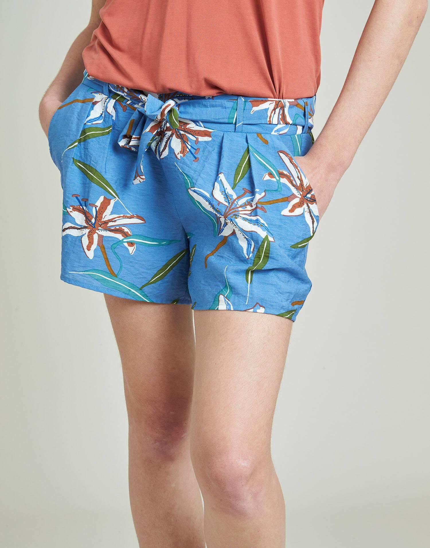 Flowered elastic short with belt