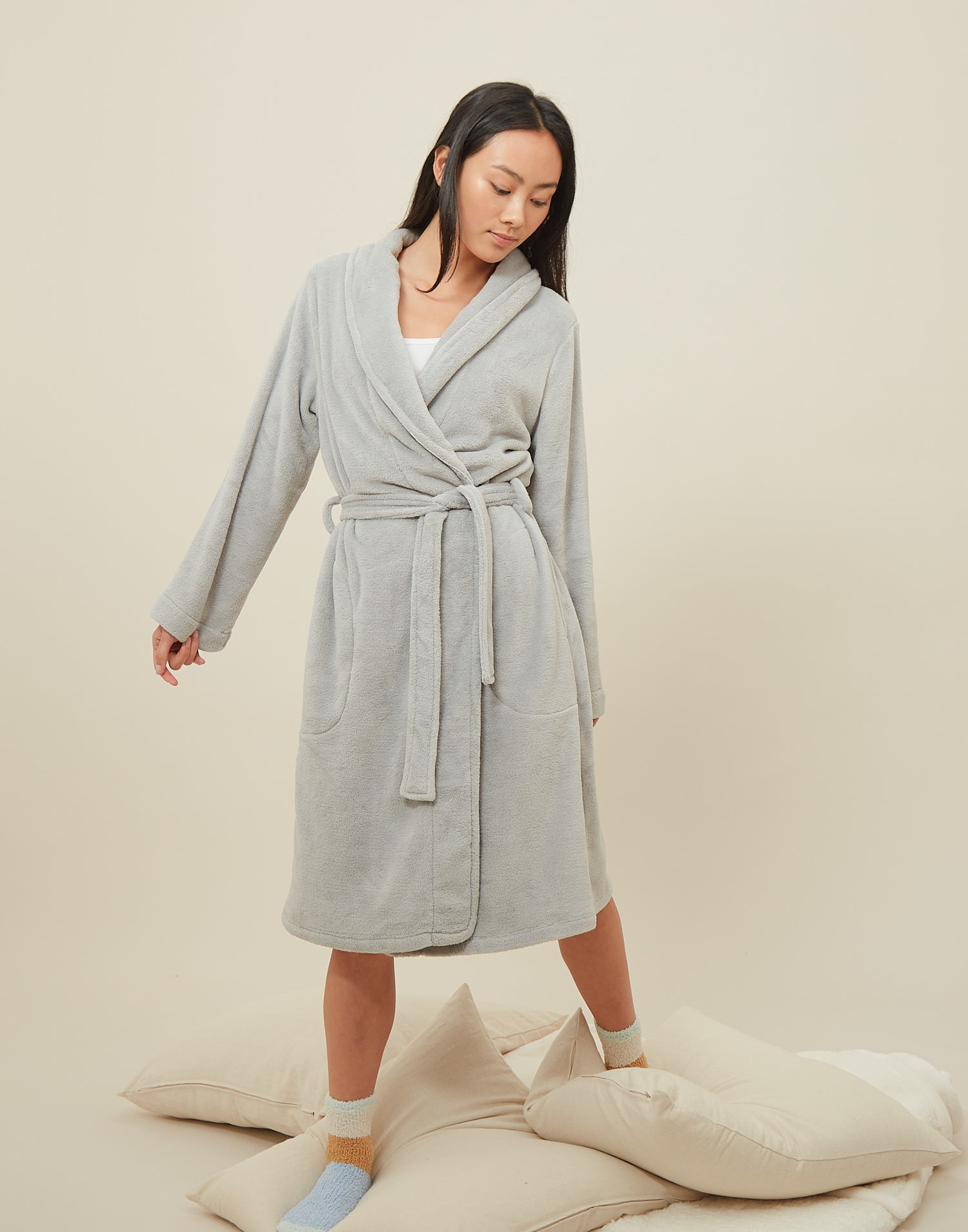 Unisex fleece dressing gown with piping