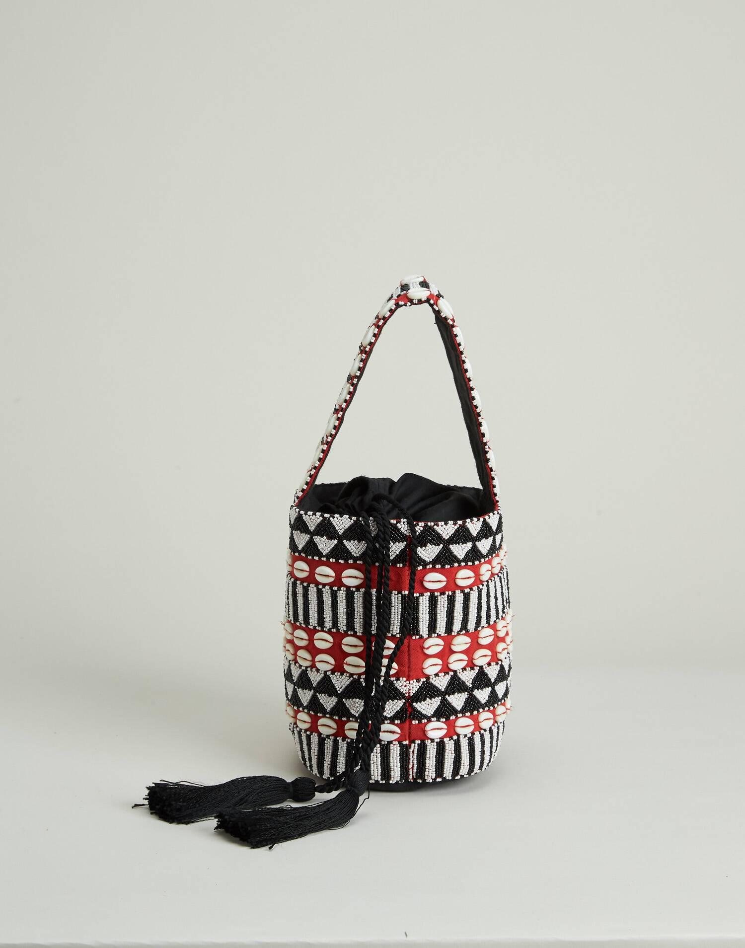 Bolso con conchas y beads