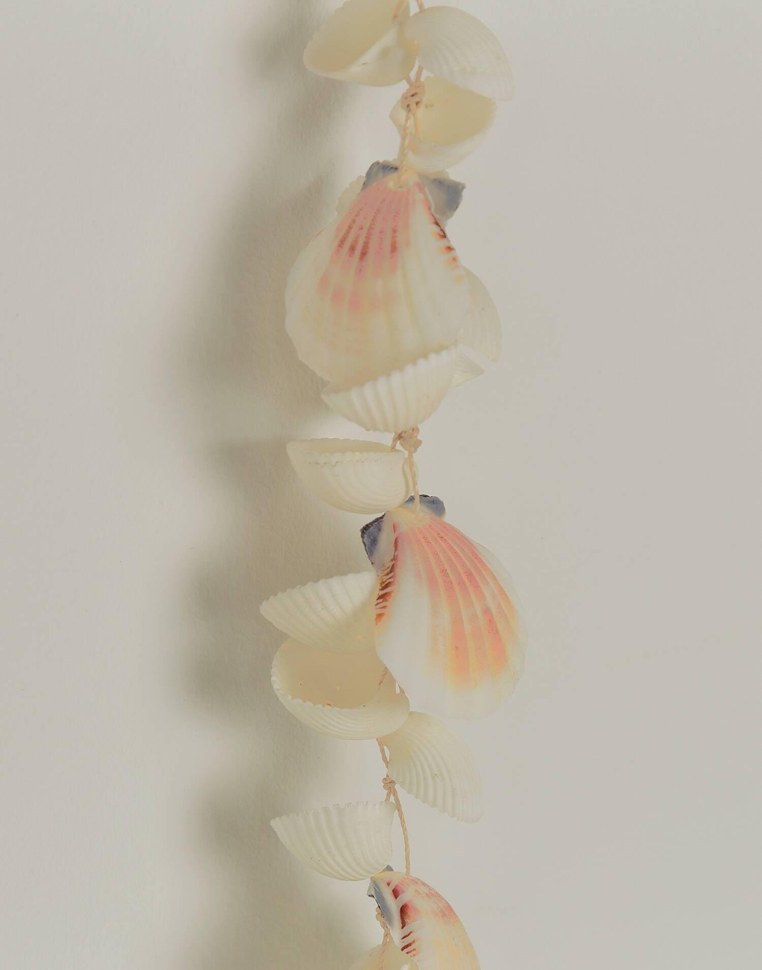 Shell decoration strip