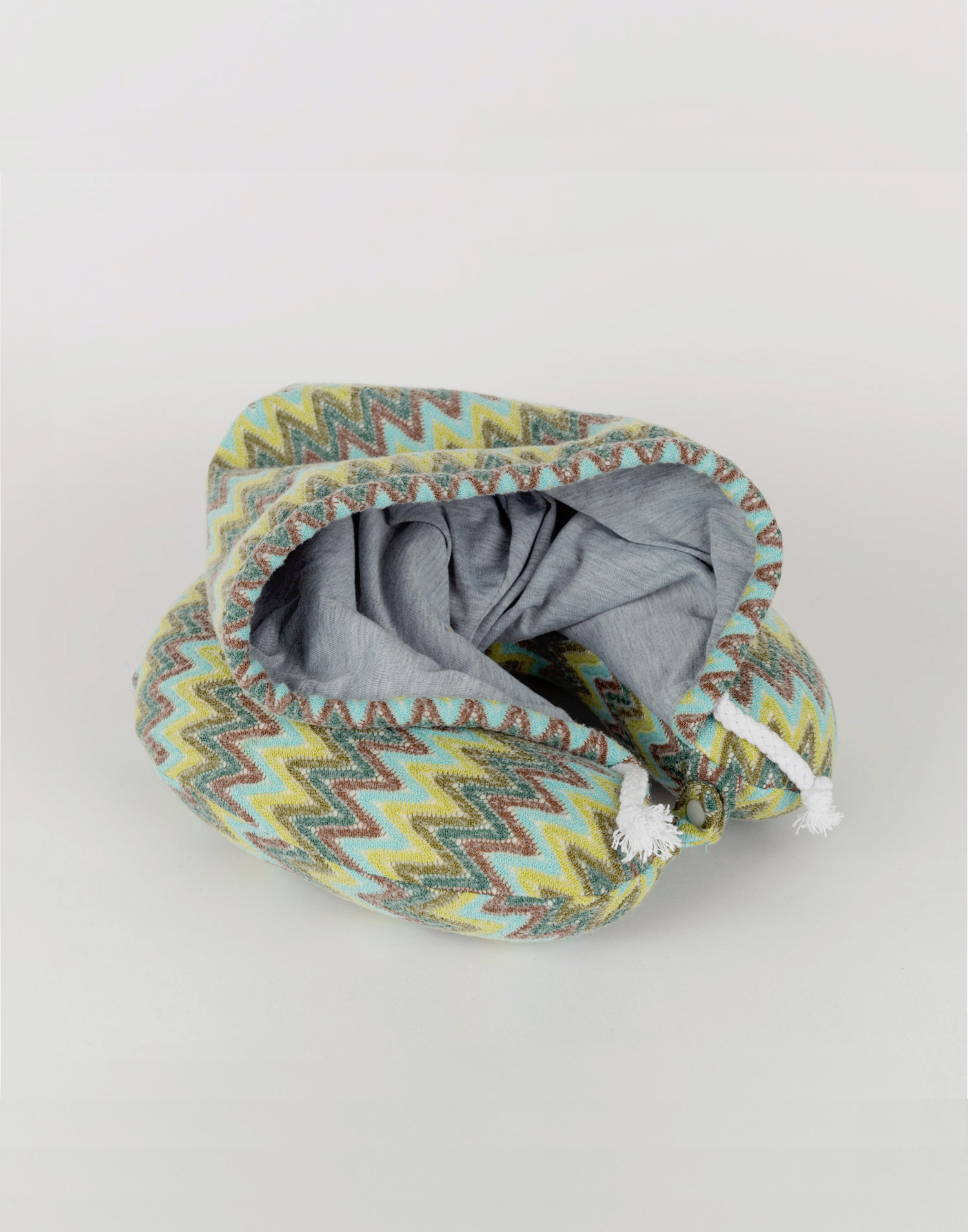 Misso travel pillow with hood