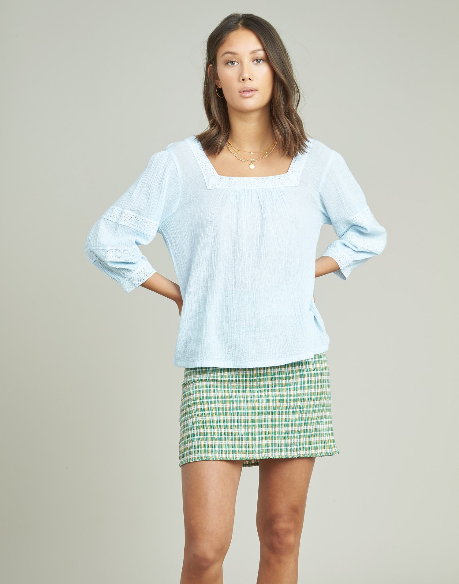 Square neckline shirt with lace
