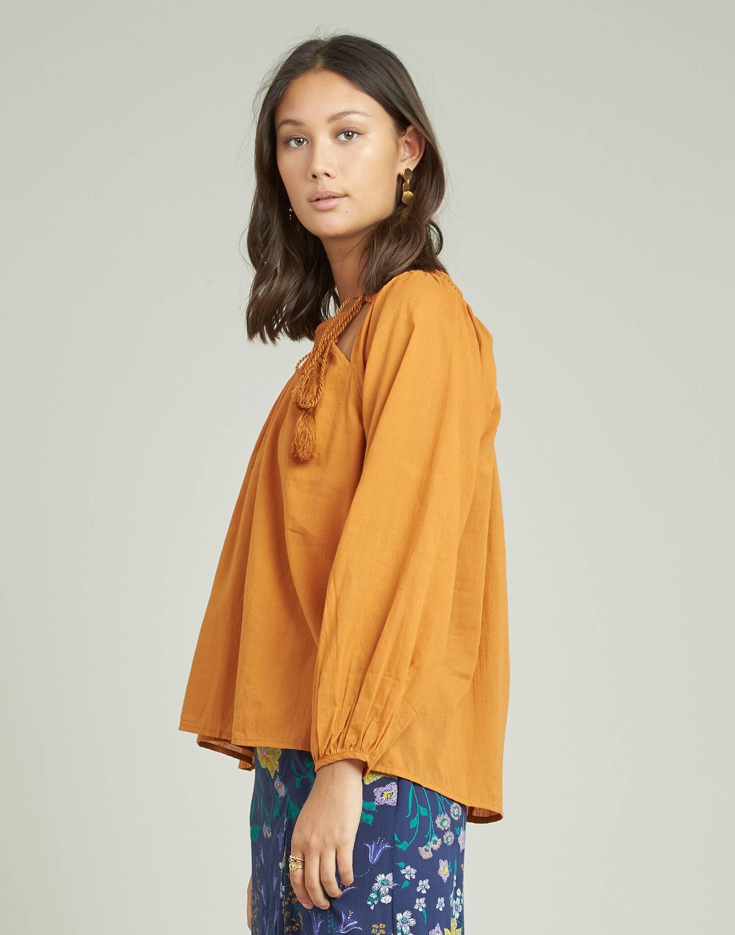 Camisa manga larga cuello canilla bordado