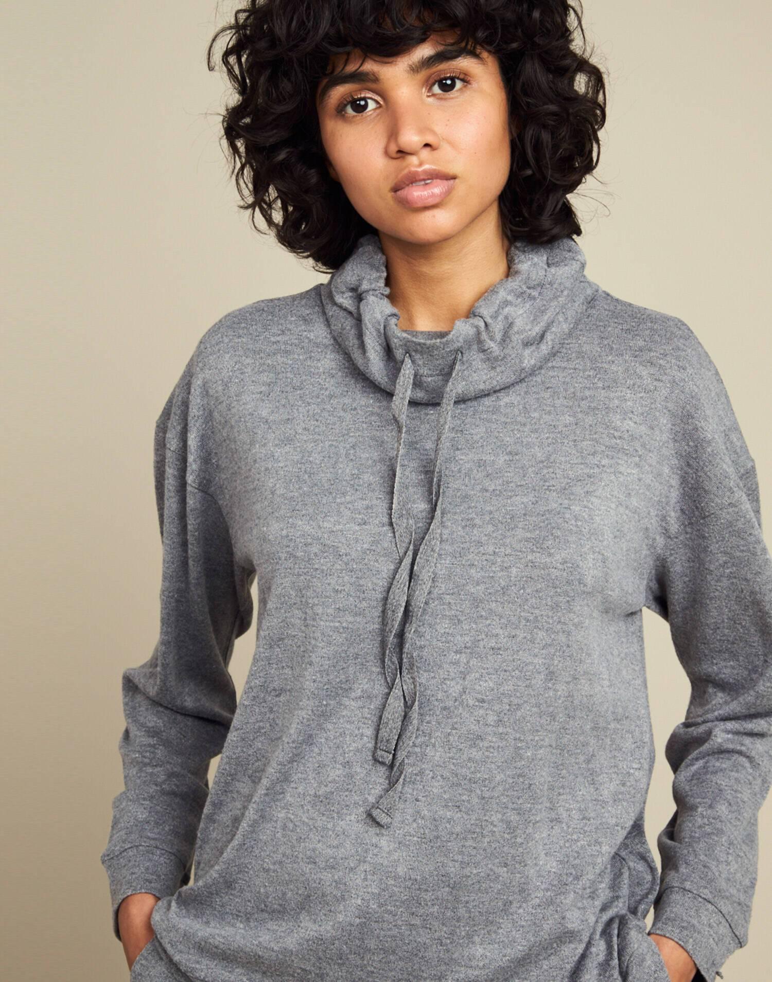 High neck sweatshirt